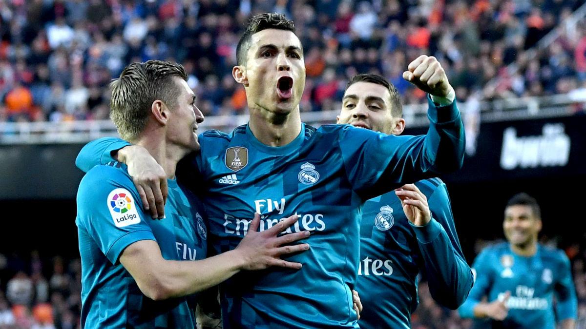 Cristiano, Kroos y Kovacic celebrando un gol en Mestalla (Getty)