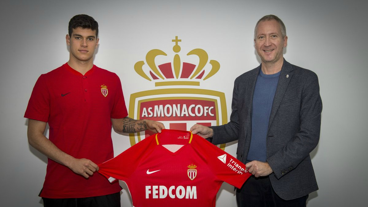 Vasiliev posa con Pietro Pellegri y su nueva camiseta. (AS Monaco)