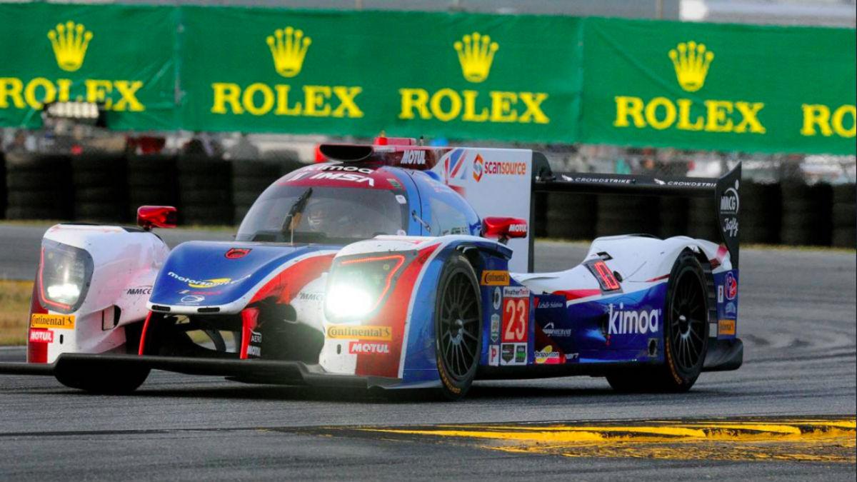 El coche de Fernando Alonso, dando una vuelta al trazado de Daytona.