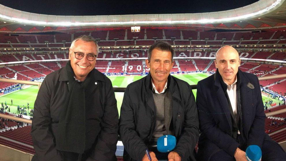 Carlos Martínez, junto a sus compañeros Robinson y Maldini. (Twitter)