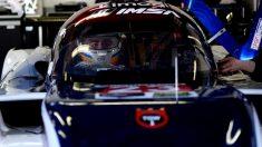 Fernando Alonso montándose en el Ligier LMP2 de United Autosports en las 24 horas de Daytona (McLaren)