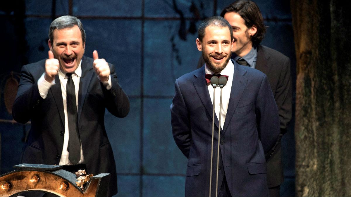 Los responsables de 'Tierra Firme' celebran el premio (Foto: Efe).