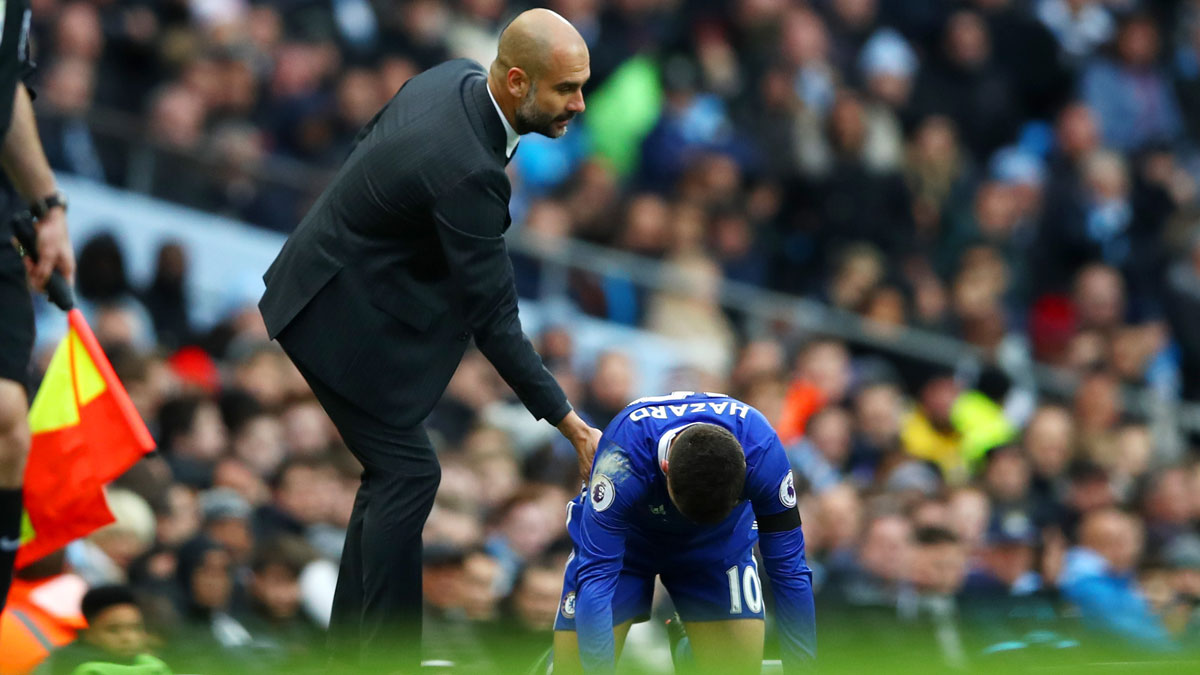 Guardiola-y-Hazard-en-un-encuentro-entre-el-City-y-el-Chelsea (Getty)