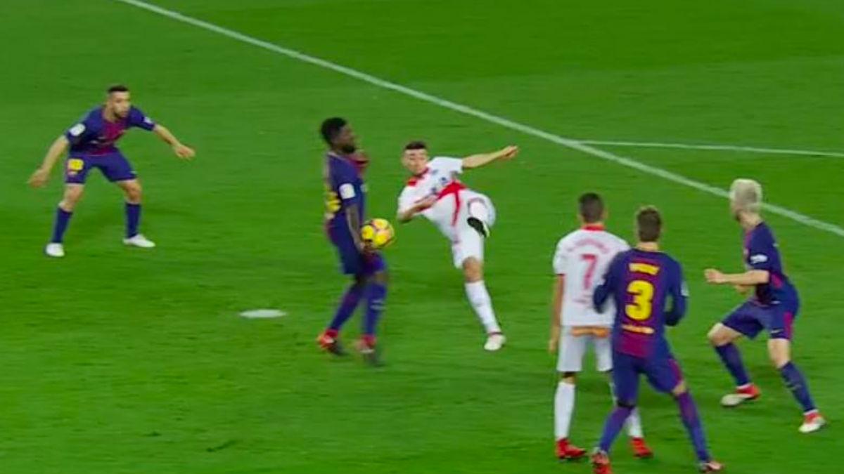 El balón impactó claramente en la mano de Umtiti.