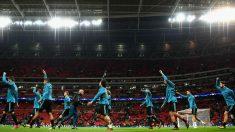 Pintus liderando un calentamiento del Real Madrid en Champions (Getty)