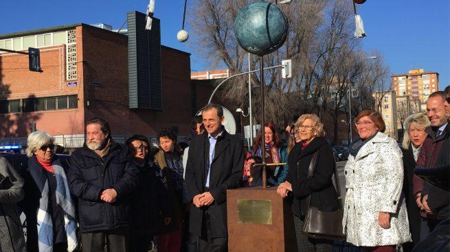 El astronauta Pedro Duque inaugura el monumento que le han levantado unos escolares en Madrid