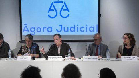 Montserrat Raga a la derecha de la imagen durante la presentación de Ágora Judicial.