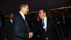 Dimas Gimeno saluda al Rey Felipe VI en el Foro Mundial de Davos. Foto: Casa Real.