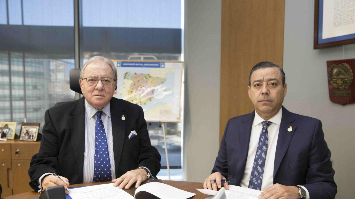 Diego Murillo, presidente de A.M.A. Vida Seguros y Reaseguros, y Óscar Castro.  presidente del Colegio de Dentistas de Murcia. (Foto: A.M.A.)