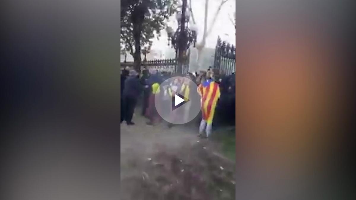 Los mossos incapaces de impedir que los extremistas cerquen el Parlament