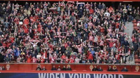 Aficionados del Sporting de Gijón en El Molinón. (realsporting.com)