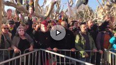 Manifestación en favor de Puigdemont en las afueras del Parlamento catalán