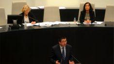 La alcaldesa Manuela Carmena, el edil Carlos Sánchez Mato y la ex interventora Beatriz Vigo. (Foto: Madrid)