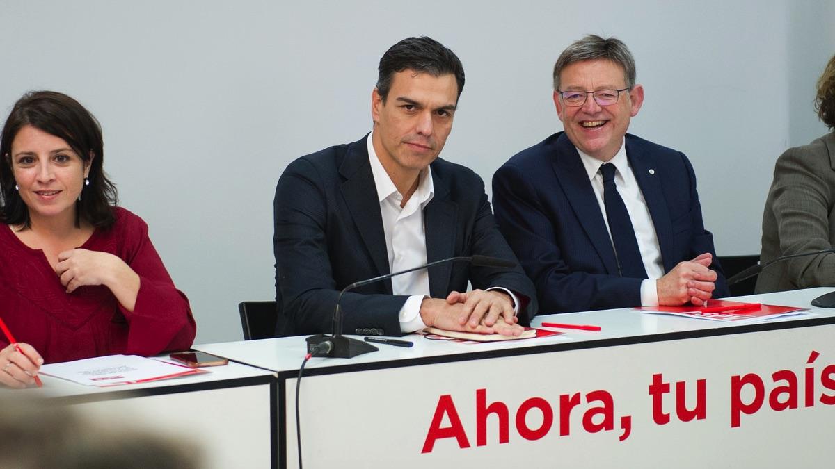 Pedro Sánchez, líder del PSOE, y el secretarip del PSPV, Ximo Puig.