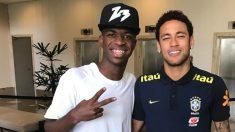 Vinicius junto a Neymar el día que le conoció. (Instagram)
