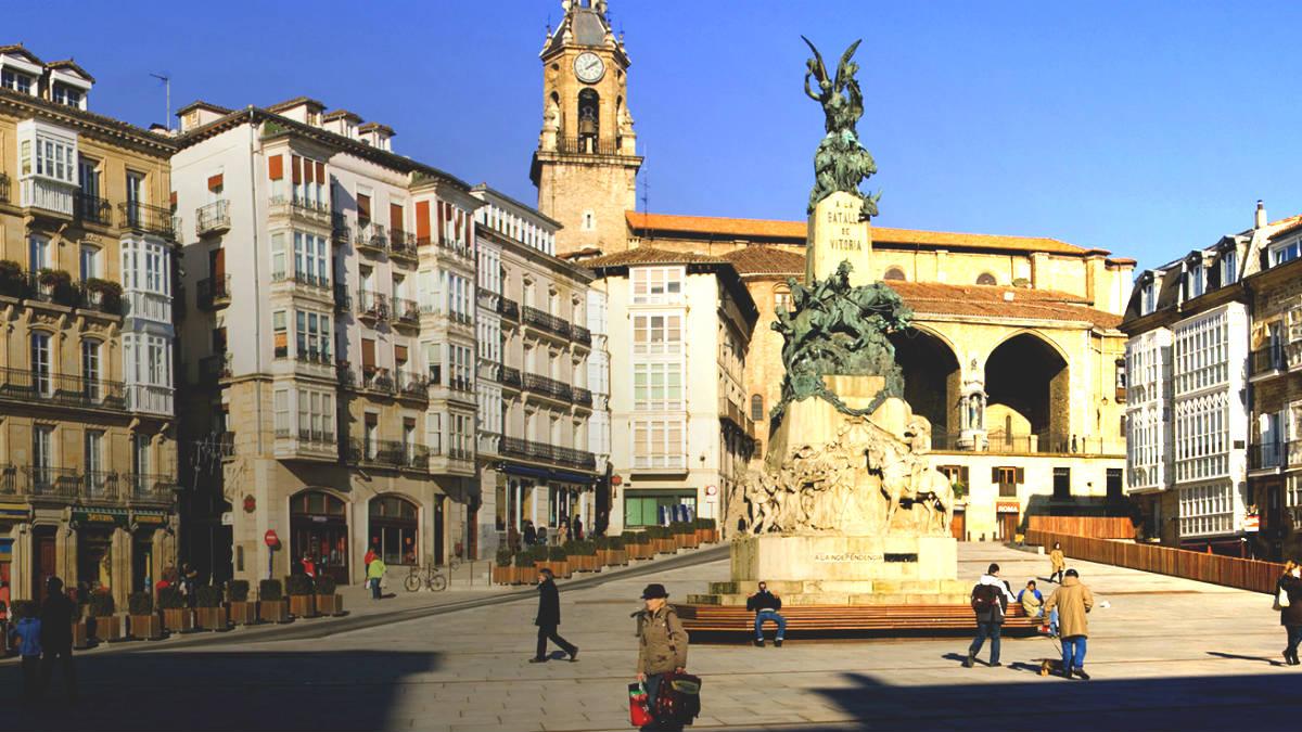 Plaza d ela Virgen Blanca, en Vitoria.