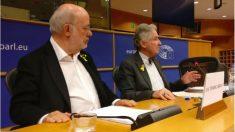 De Zayas, junto a Terricabras (ERC), este jueves, en el Parlamento Europeo.