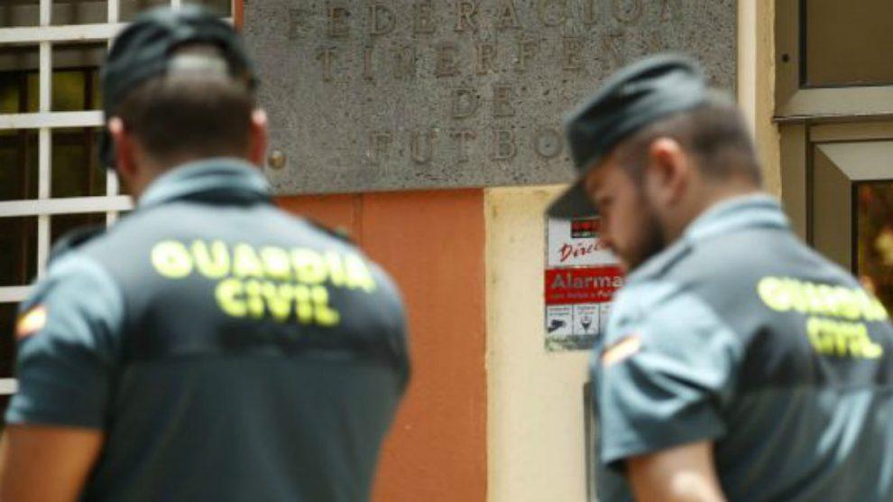 Agentes de la Guardia Civil en una intervención. (EFE)