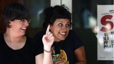 Las ex diputadas de la CUP Mireia Boya y Anna Gabriel.