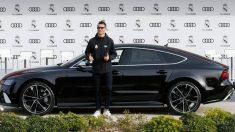 Cristiano Ronaldo, recogiendo su Audi en noviembre.