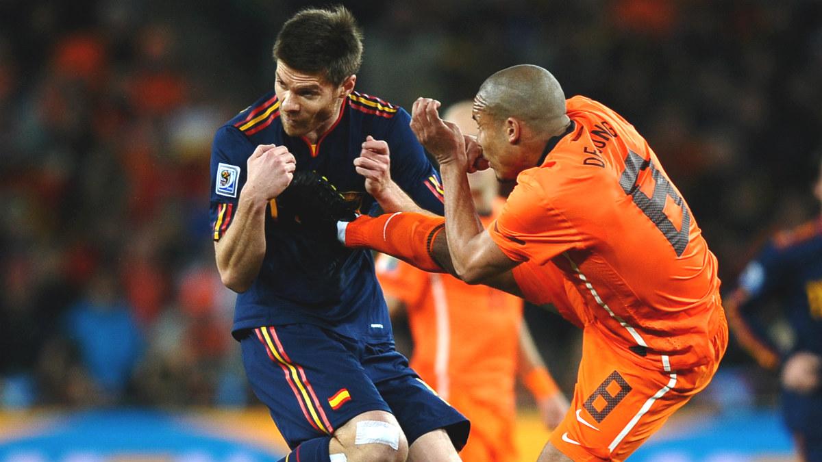 de-jong-xabi-alonso-españa-holanda-final-mundial-sudafrica