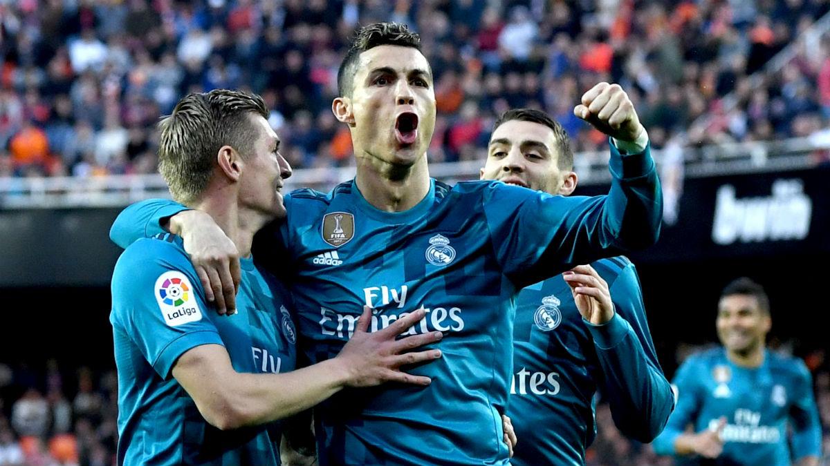Cristiano Ronaldo y Kroos celebran el gol del alemán en Mestalla (Getty).