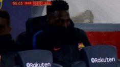 Yerry Mina pasa frío en el banquillo del Camp Nou.