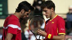Feliciano y Carreño charlan en el transcurso del partido. (AFP)