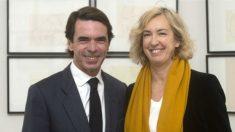 El ex presidente del Gobierno, José María Aznar y Ana Iribar, viuda de Gregorio Ordóñez. (FAES)