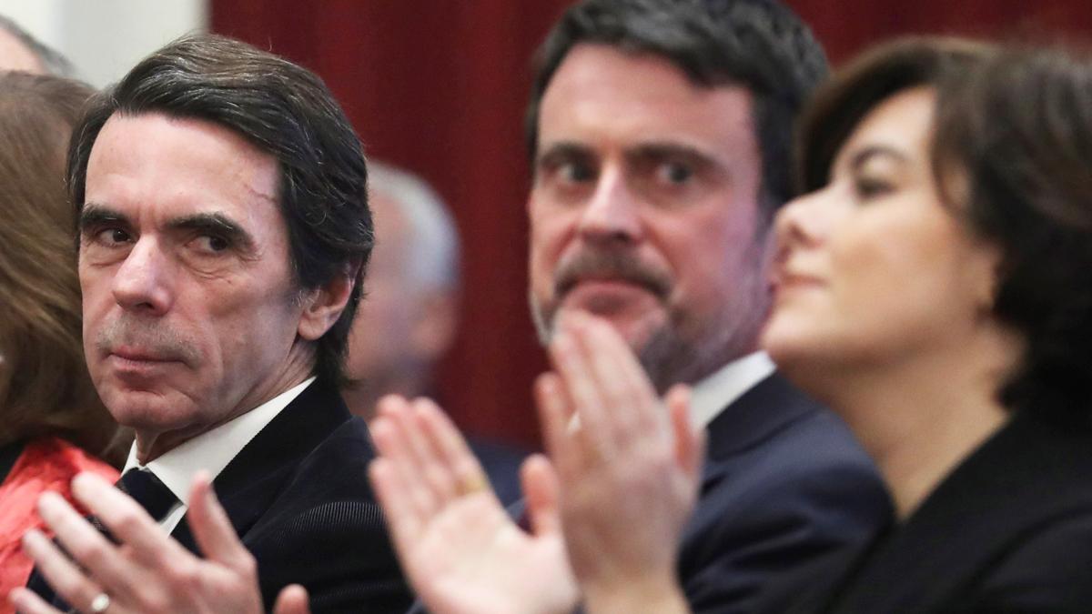 José María Aznar, Manuel Valls y Soraya Sáenz de Santamaría. (Foto: EFE)