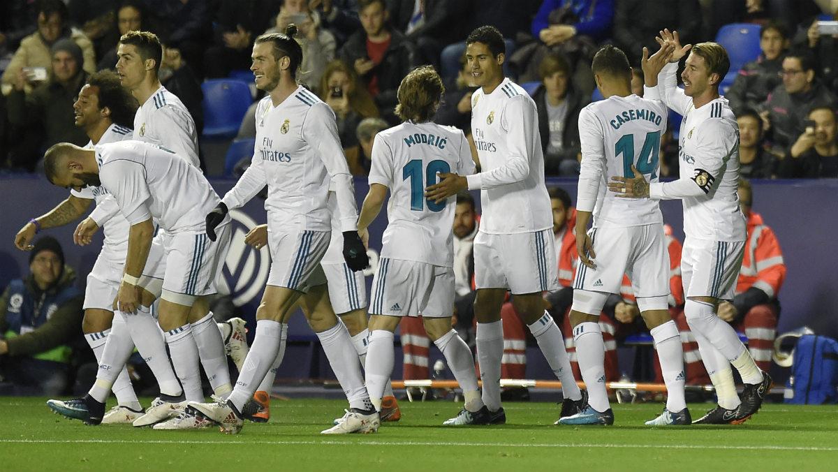 Los jugadores del Real Madrid celebran el primer tanto de Cristinao Ronaldo. (AFP)
