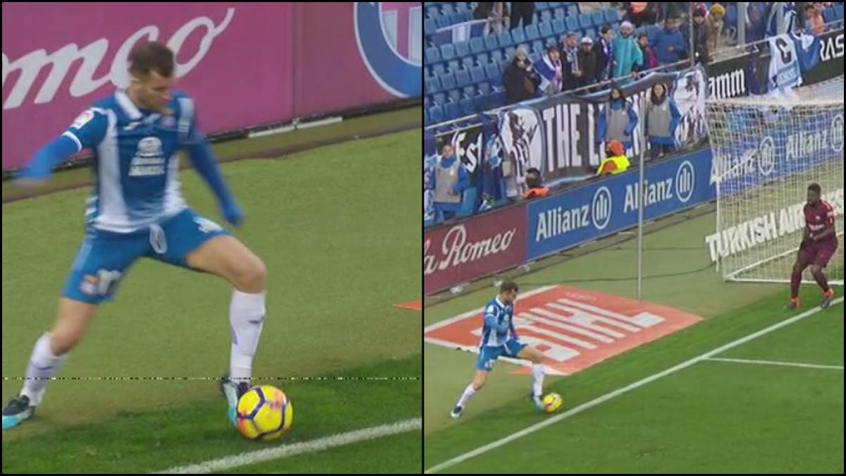 La pelota sale por línea de fondo.