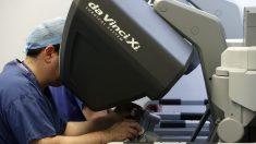El robot Da Vinci consigue espectaculares resultados en el abordaje quirúrgico de tumores. (Foto: EFE)