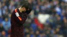 Piqué se lamenta tras el gol del Espnayol. (AFP)