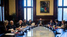 La Mesa del Parlament de Cataluña, presidida por Roger Torrent. (EFE)