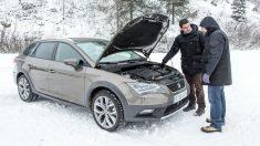 El intenso frío que tenemos en invierno afecta tanto a los coches como a nosotros, que debemos tomar una serie de precauciones extra desde el mismo momento en el que tratamos de arrancar nuestro vehículo.