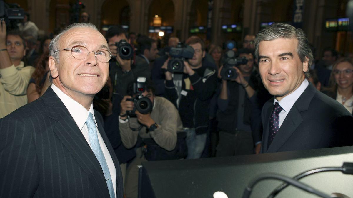 El presidente de Fundación Bancaria La Caixa, Isidro Fainé, junto con el CEO de Naturgy, Francisco Reynés. (Foto: EFE)