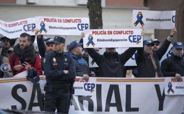 Manifestación policial por la equiparación salarial (Foto: EFE)
