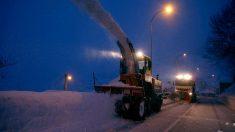 Trabajos en la carretera por la nieve (Foto: EFE)