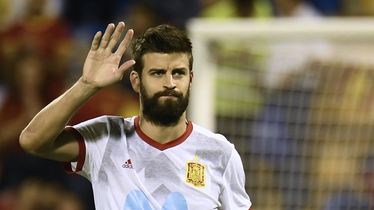 Piqué, antes de un partido con la selección española. (AFP)