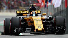 Desde Renault consideran a Carlos Sainz como uno de sus principales activos, además de por su velocidad, por la capacidad que tiene para transmitir a los ingenieros los defectos del monoplaza. (Getty)
