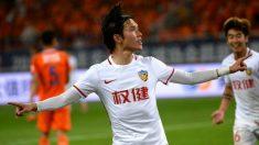 Zhang Xiuwei celebra un gol con el Tianjian Quanjian antes de destaparse el fraude. (SINA)