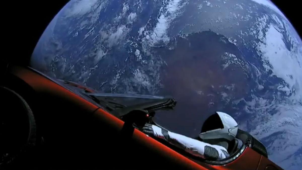 Lanzar un Tesla Roadster al espacio le ha permitido a Elon Musk dar a conocer sus grandes avances en materia aeroespacial a muchas más personas de las que se habría podido imaginar.