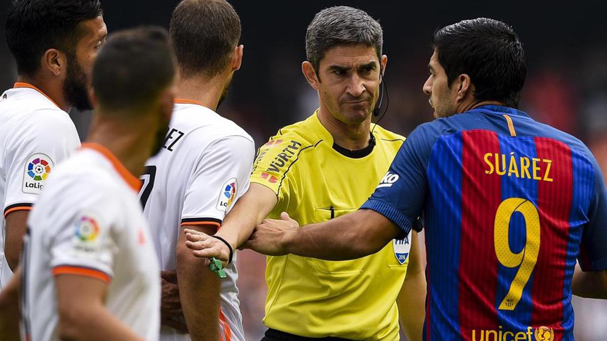 Undiano Mallenco, durante el último Valencia-Barcelona que dirigió.