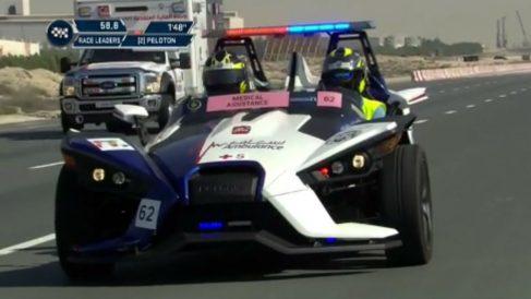 El Polaris Slingshot ha hecho las veces de ambulancia durante una competición ciclista en Dubai, siendo uno de los vehículos más rápidos de la historia destinados a este fin, además de uno de los más inútiles.