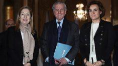 La presidenta del Congreso, Ana Pastor, el cardiólogo Valentín Fuster y la ministra Dolor Montserrat. (EFE)