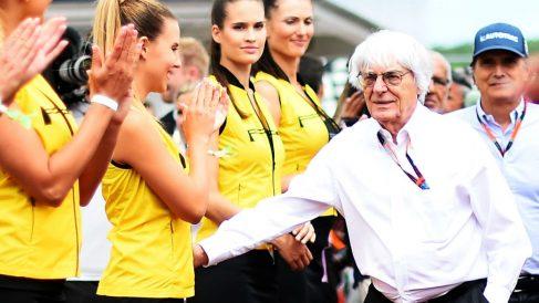 Bernie Ecclestone ha criticado la prohibición de las azafatas en las parrillas de Fórmula 1, considerando que son parte de la tradición del deporte y del espectáculo. (Getty)
