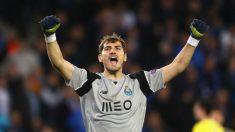 Casillas celebrando una victoria con el Oporto (Getty)