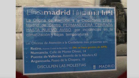 Cartel que se ha instalado en la oficina de calle Atocha. (Foto: OKDIARIO)