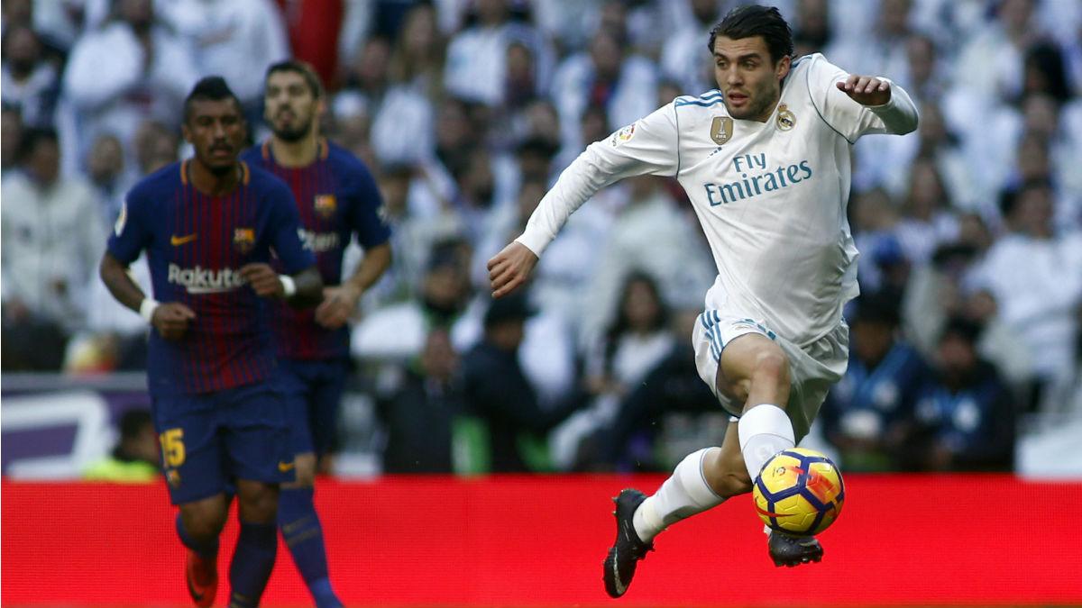 Mateo Kovacic controla un balón en el Clásico. (AFP)